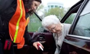 Μέχρι πότε ισχύουν τα… ληγμένα διπλώματα των 74χρονων